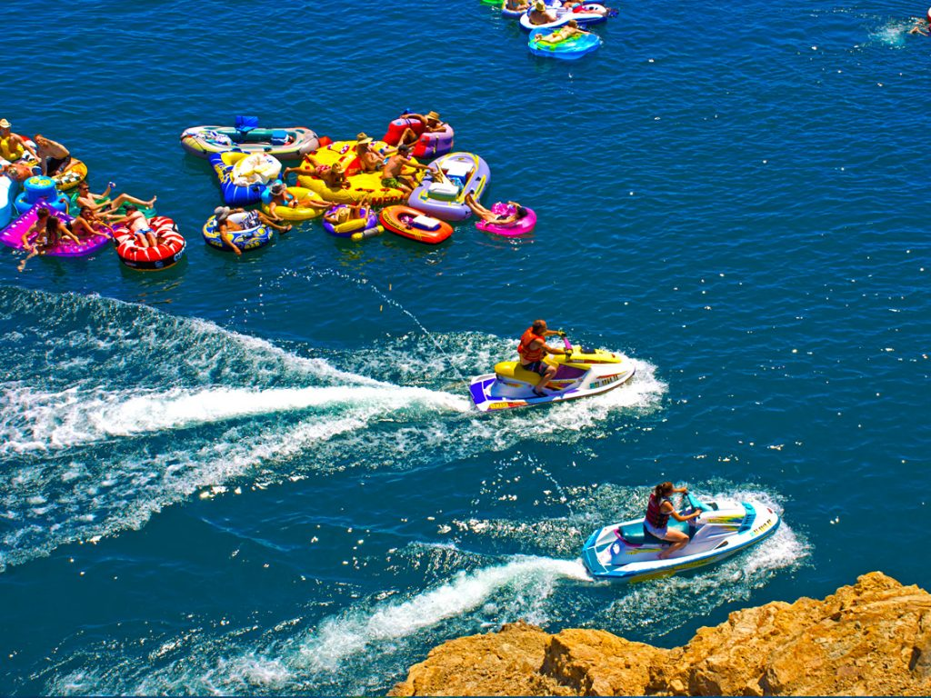 Ridgeview_waverunners_tube_float