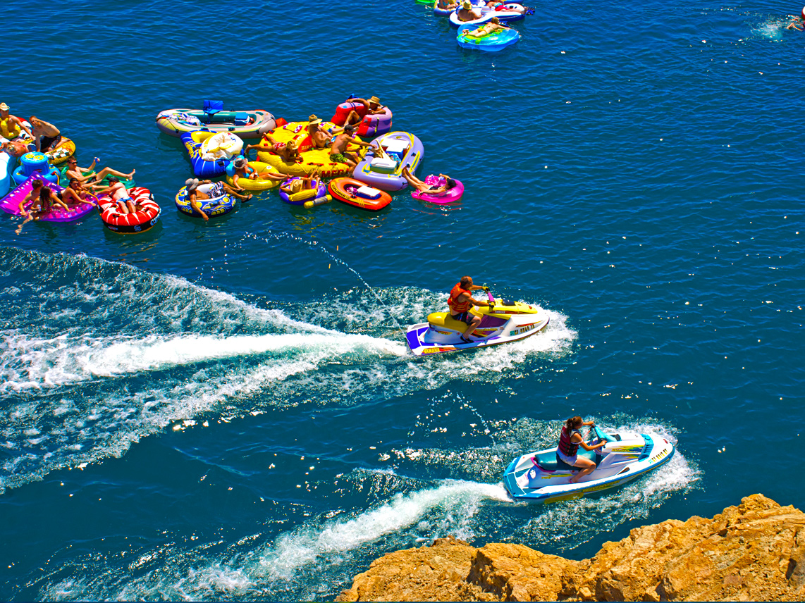 Ridgeview_waverunners_tube_float